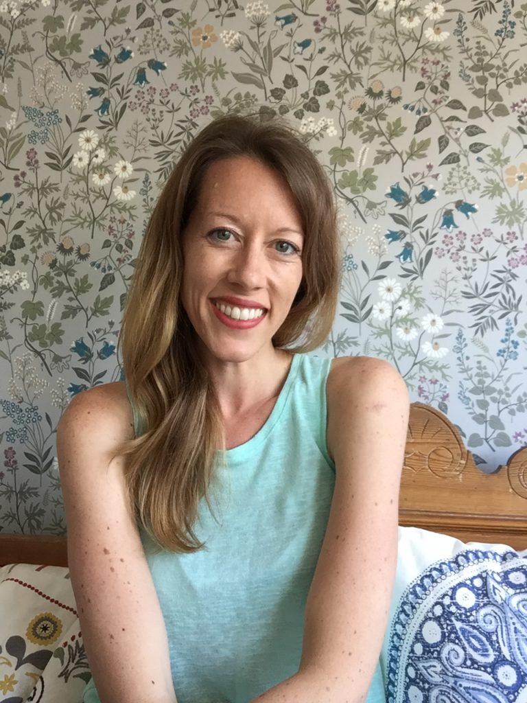 Lisa Ferland headshot teal